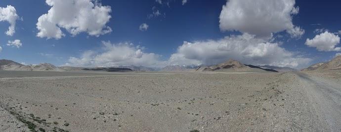 Einsame Mondlandschaft auf dem Weg nach Kirgistan.