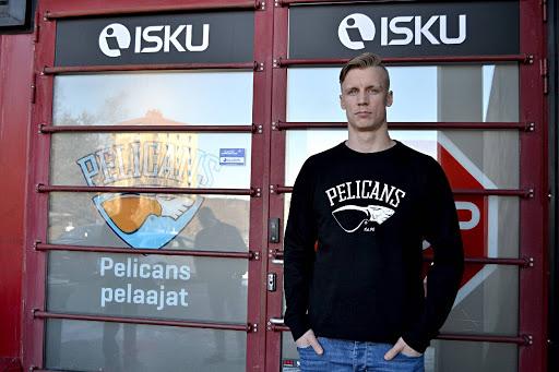 Paljon vartijana. Jussi Olkinuora kantaa isoa ruutua ensi kauden Pelicansissa.