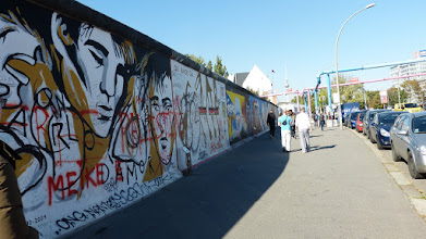 "Photo: East Side Gallery;  Ignasi Blanch i Gisbert ""Parlo d'Amor"""