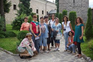 """Photo: В двора на църквата """"Св. Троица"""", гр. Банско."""