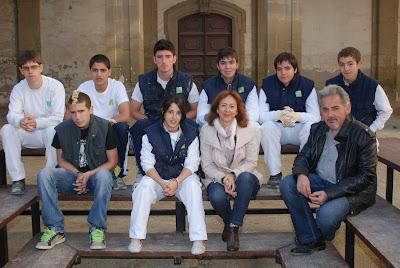 Alguns alumnes del PQPI amb els seus professors