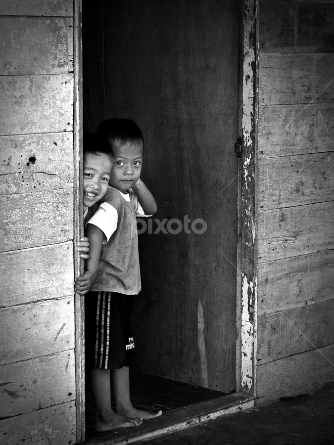 don't be shy, little boy... by Helmi Razif - Babies & Children Children Candids