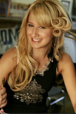 Ashley-Tisdale-Celebrity-Hairstyle