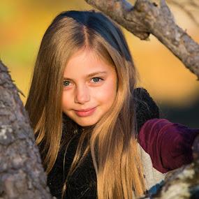 Danielle - Høst by Kent Grundstad - Babies & Children Child Portraits
