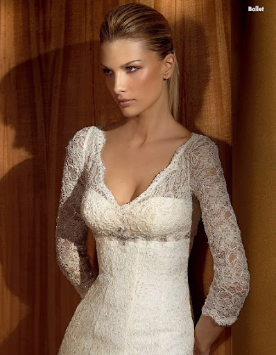 Lace-Wedding-Gown-V-Shaped