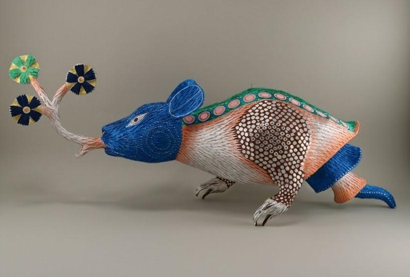 Monstruos de textos medievales se transforman en bellas esculturas de papel