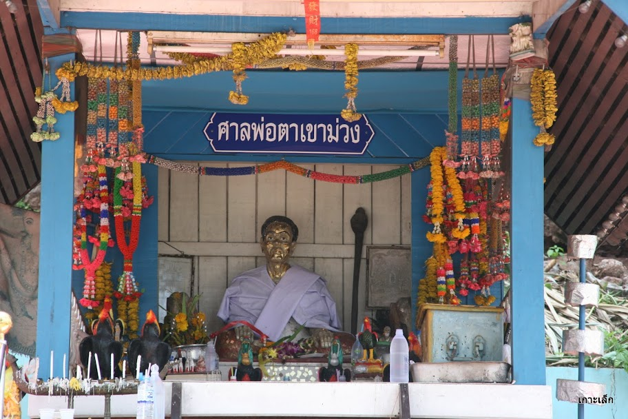 Phor Tha Khao Muang Shrine