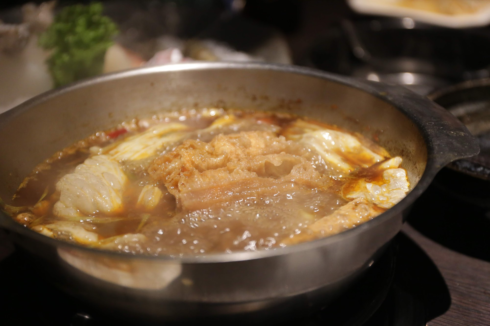 麻辣湯頭很麻,花椒味濃厚,麻到一直噴汗