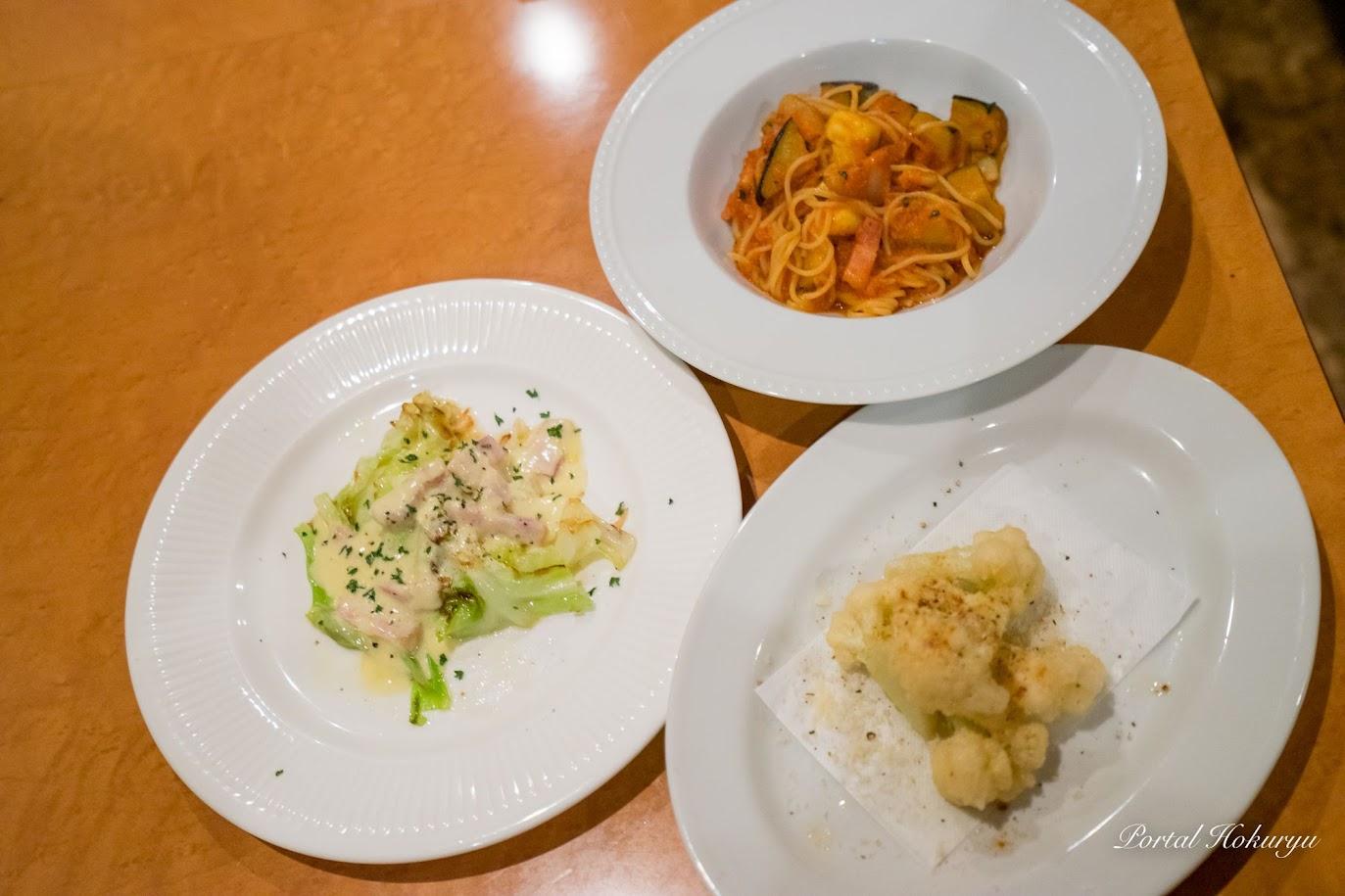 「カリフラワーのフリット」「夏野菜とベーコンのトマトソースパスタ」「キャベツのステーキベーコンソース」