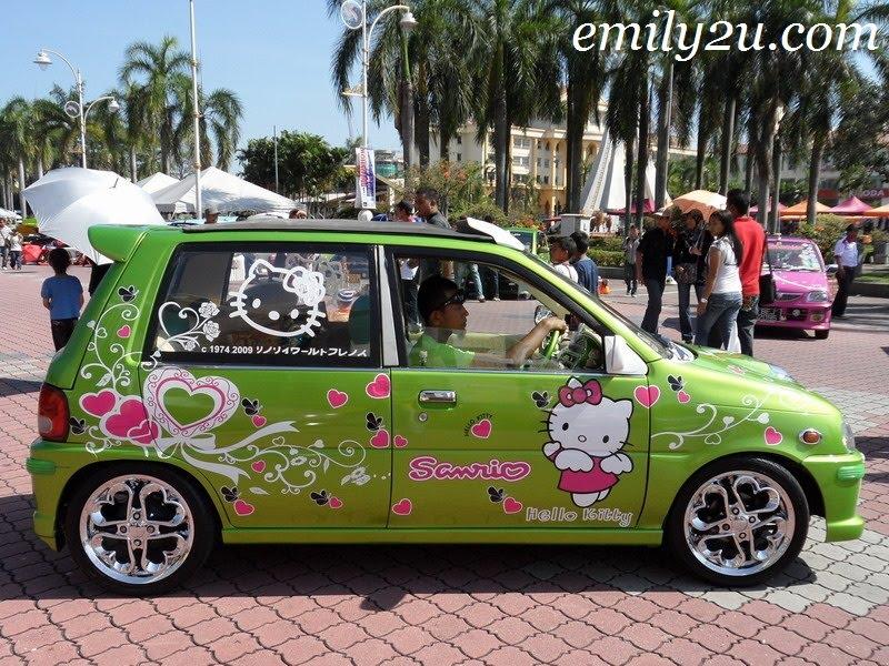 Hello Kitty side