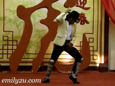 Chinese Drum Performance & MJ Nada Michael Jackson Lookalike Videos