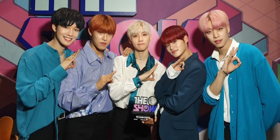 AB6IX celebrate their first music show win