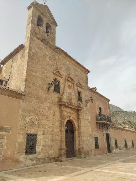 Fachada del santuario del Saliente.