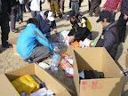 救援物資を詰める選手達 2011-04-19T12:12:04.000Z