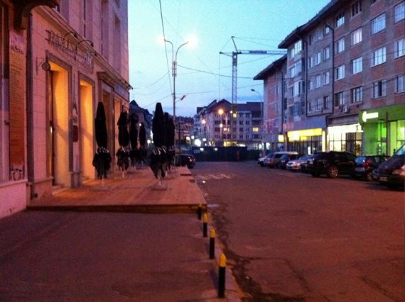 SC LIE IMPEX SRL amplasează o terasă sezonieră pe un trotuar din centrul Sucevei