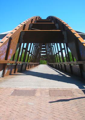 Strade che attraversano ponti di PhotoLoris