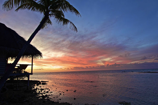 lindblad-south-pacific-sunset.jpg - Take in the perfect sunset on a Lindblad expedition.