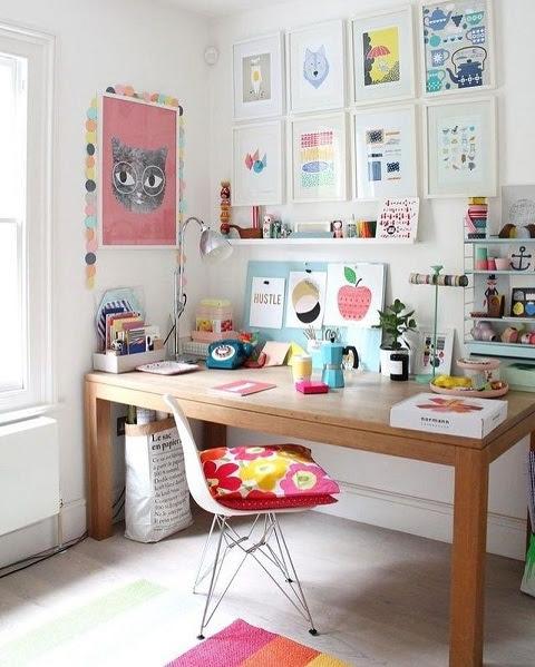 ruang kantor minimalis - instagram @laviah.casa