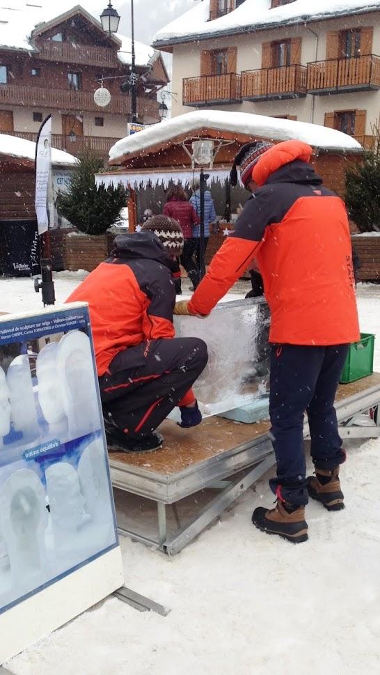 Preparant un altre bloc de gel per fer una altra escultura