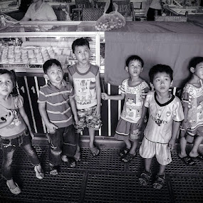 What are they looking up ? by Liaunya Haji Awengz - Babies & Children Children Candids