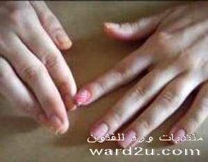 الديكوباج يزين اظافر يديك