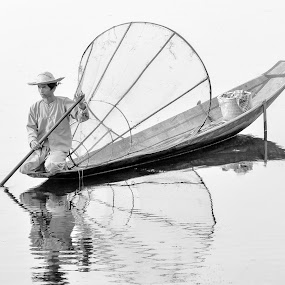 Myanmar 10 by Nguyen Thanh Cong - Black & White Portraits & People ( congphotography, myanmar, thanhcong7855@gmail.com, congdolce@gmail.com, nguyen thanh cong, waterscape, black and white, vietnamese, vietnam, landscape, people )