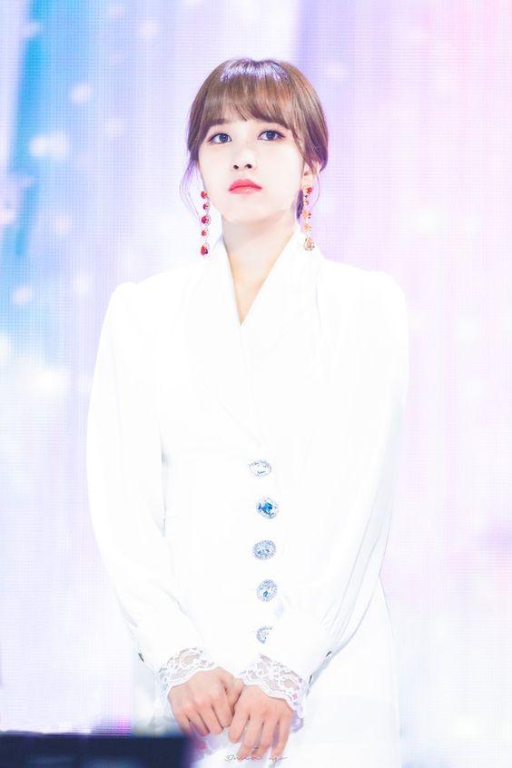 mina white 16