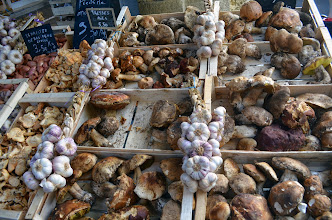 Photo: Farmers Market near Bordeaux