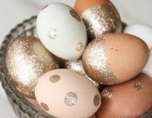 diy œufs de Pâques à paillettes