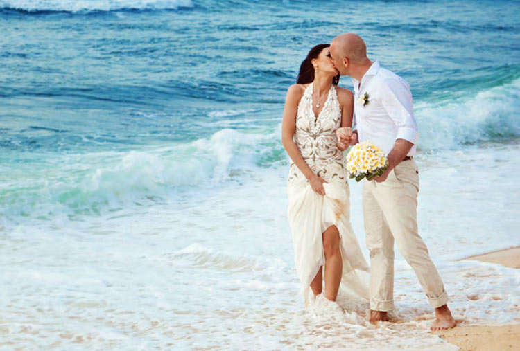 Choose a Wedding at Sea package or a Harborside Ceremony in a favorite port of call on Norwegian.
