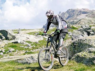 Olahraga Ekstrim Downhill