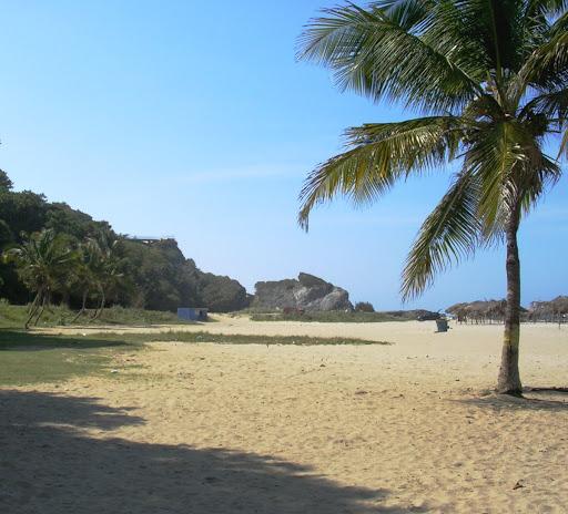 La playa vista hacia el Este (Los Caracas, Caracas, Venezuela)