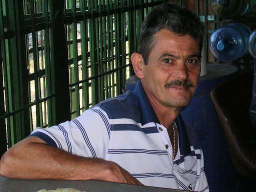 Jose propietario de la fruteria de La Union Municipio El Hatillo Caracas Miranda Venezuela