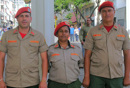 Miembros de la guardia patrimonial en el Bulevar de Sabana Grande Caracas Venezuela
