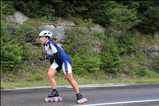 Photo: Vanessa qui a préféré faire sa course toute seule plutôt qu'en peloton pour éviter tout risque de chute.