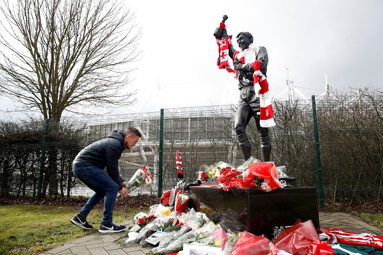A fan places his tribute to England's 1966 World Cup winning goalkeeper, Gordon Banks, in Stoke-On-Trent, Britain, February 12 2019. Picture: REUTERS/CARL RECINE