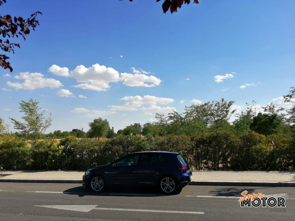 Al volante del Volkswagen Golf Sport R-Line 2019
