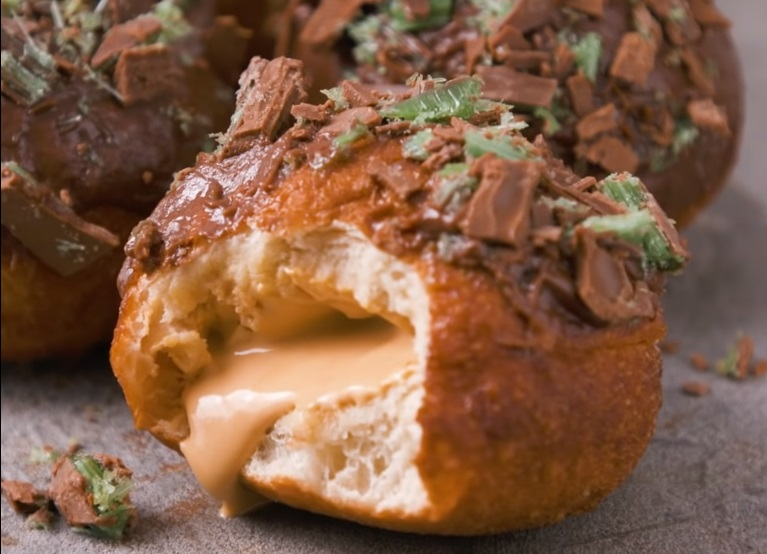 WATCH | How to turn vetkoek into incredible Peppermint Crisp
