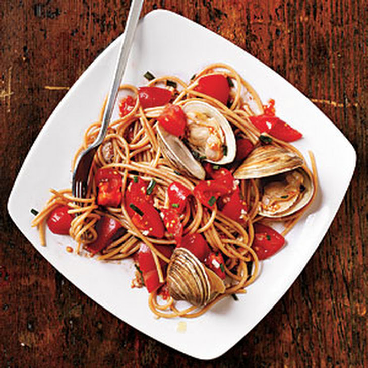 Pasta with Fresh Tomato Sauce and Clams Recipe | Yummly