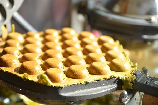 道地香滑的絲襪奶茶  酸甜清涼的黃金茶  酥脆鬆軟的雞蛋仔  正港香港下午茶不用飛香港@港茶經典