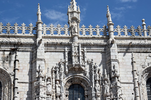 lisbon-cathedral2-1.jpg - Front shot of same.