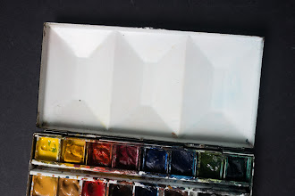 Photo: 16 half-pan heavy enamel watercolour box