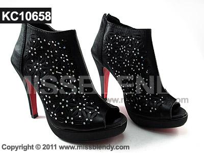 รองเท้าบู้ทเกาหลี ฉลุลาย สีดำ