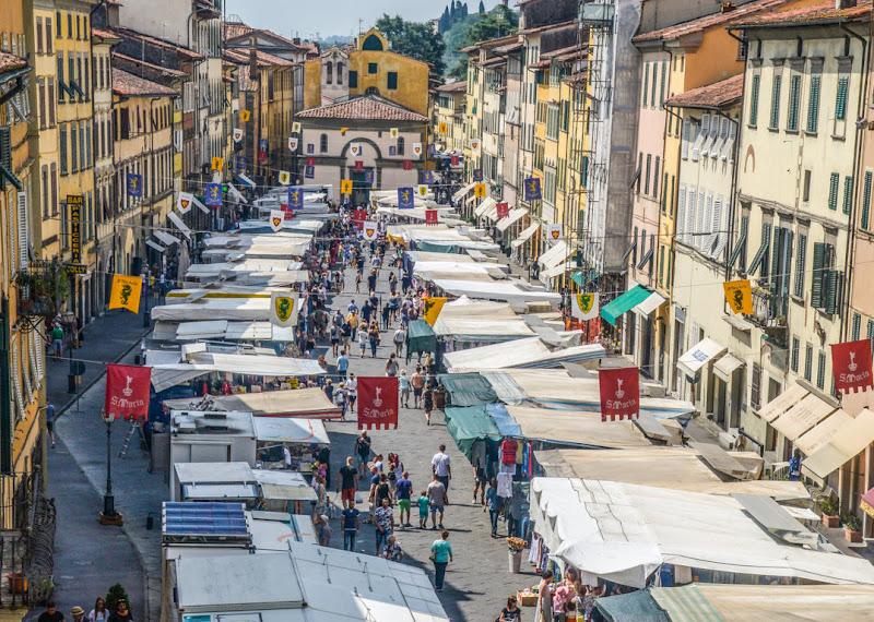 Piazza Mazzini Pescia la mattina del mercato ... di alfi