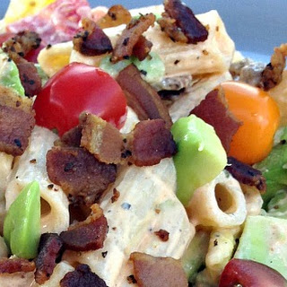 Avocado BLT Pasta Salad with Creamy Sriracha Dressing {Gluten Free} Recipe