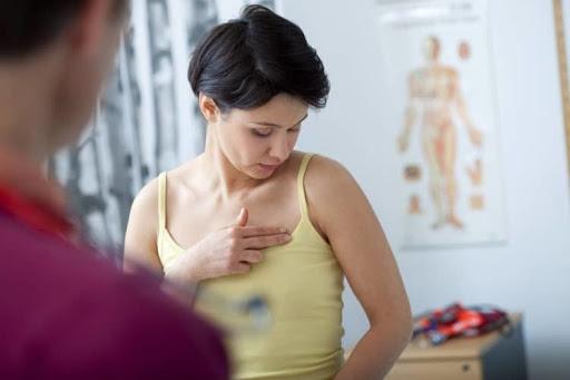 Nguyên nhân và cách khắc phục ngực bên to bên nhỏ sau khi sinh