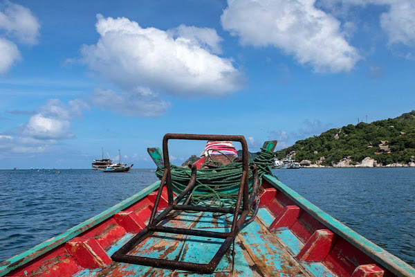 Head by longtail boat to the fishing spots around Koh Tao