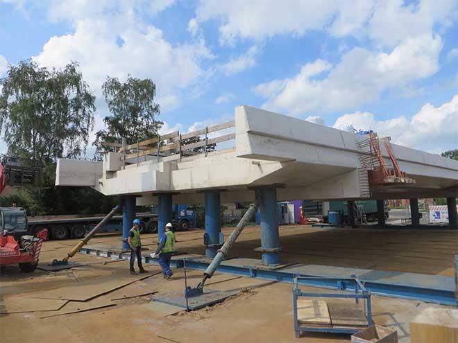 betonnen bovendekplaat bij werkzaamheden spoor Leijenseweg Bilthoven verhoogd, augustus 2016