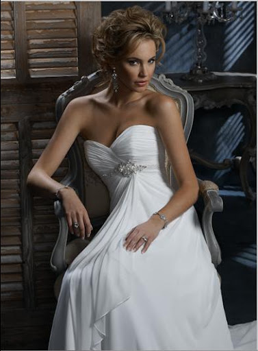 Extremely_Simple_Wedding_Gown