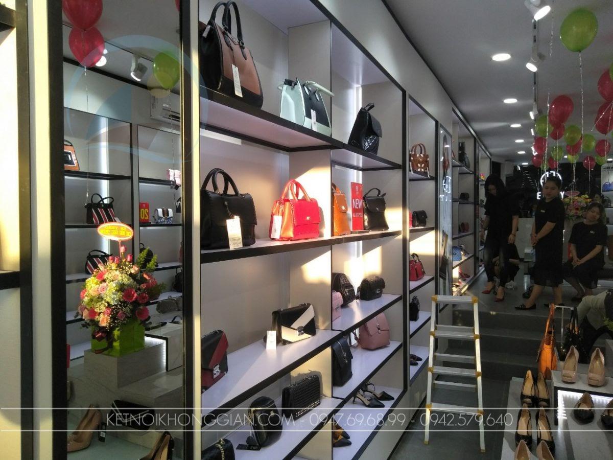 tủ trưng bày túi xách shop